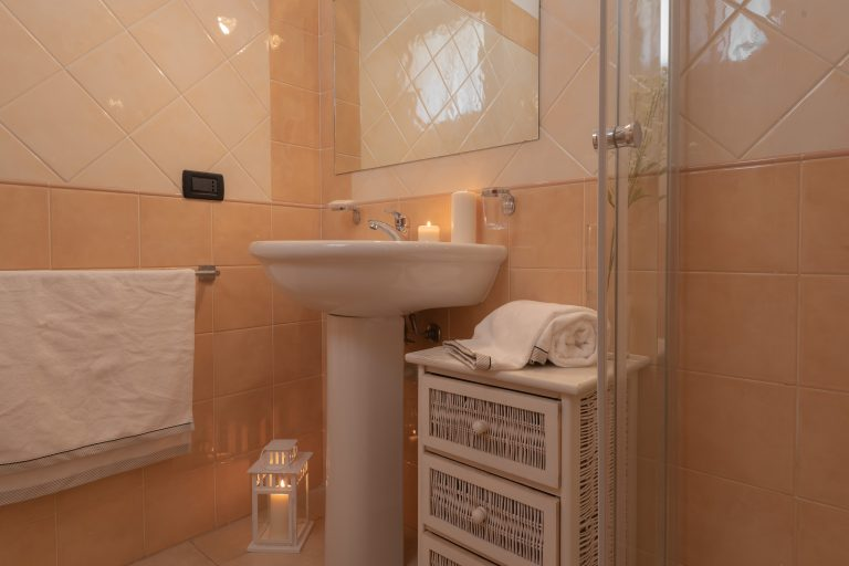 B2-B3 bathroom 1