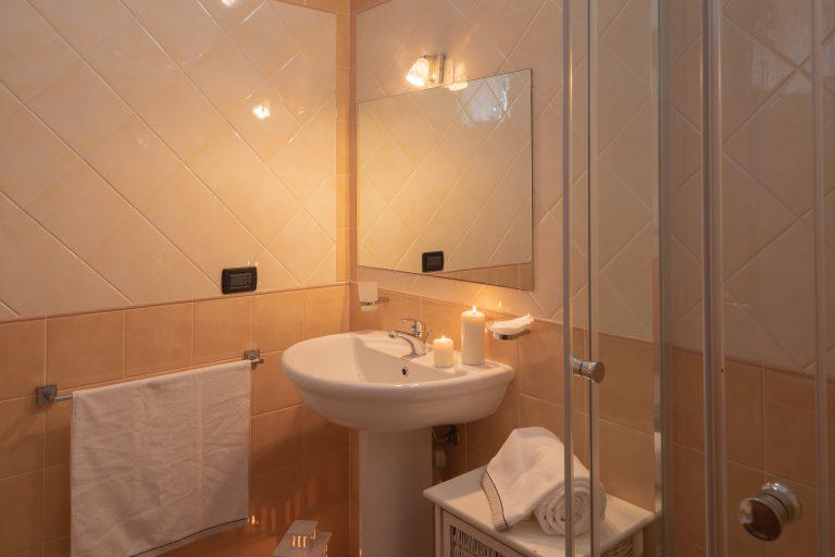 T5 bathroom 1