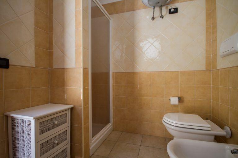 residence-le-fontane-villasimius-trilo6-bagno-1